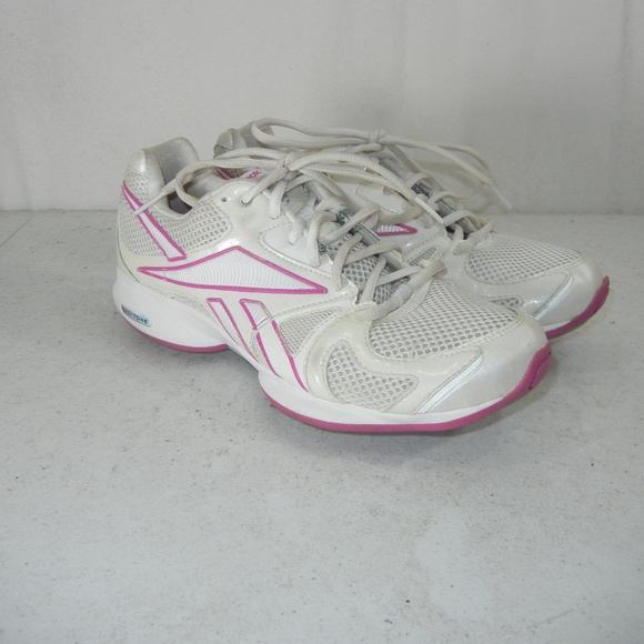 b76e7064 Reebok Easy Tone Smooth Fit Women's 8 White Pink